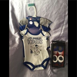 5PC NIKE BABY BOOTIES 0-6M DODGERS BODYSUITS 0-3M